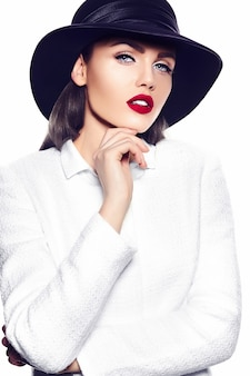 美しいスタイリッシュな若い女性の肖像画