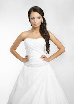 Счастливая красивая невеста