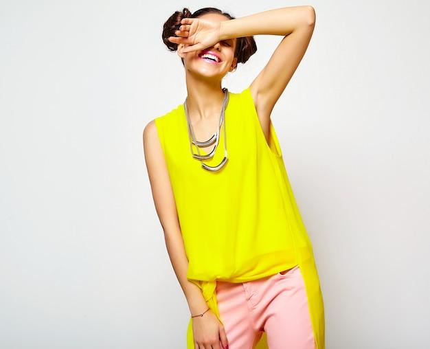 Мода женщина в повседневной одежде битник летней