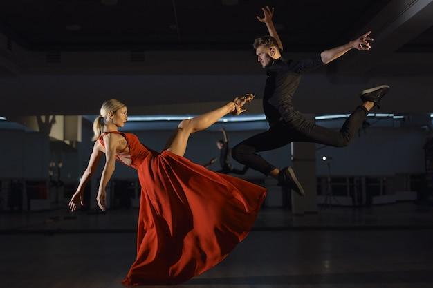 Современный страстный танец