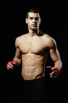 男性のボクサーのポーズの肖像画