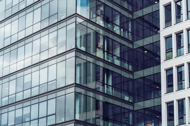 Фасад современного офисного здания
