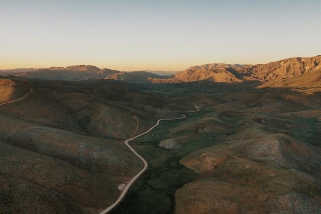 Горная тропа дорога на панорамный пейзаж