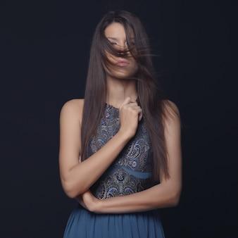 エレガントな女性のファッションの肖像画