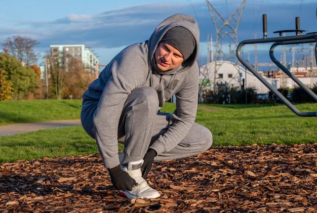 男、スポーツは健康である、スポーツ、屋外、ワークアウトの屋外のために行きます