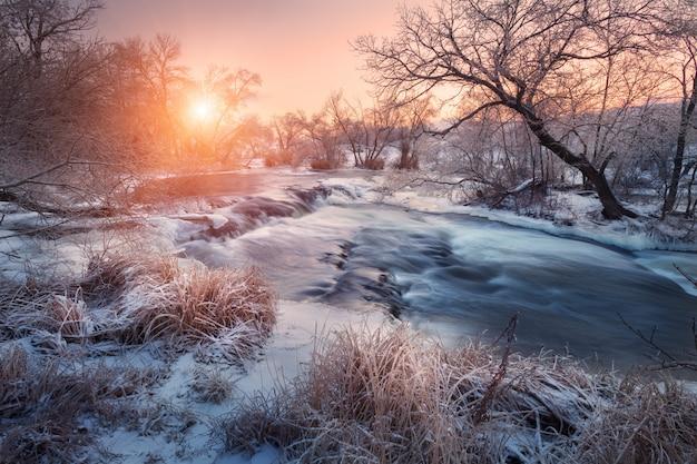 Зимний пейзаж со снегом