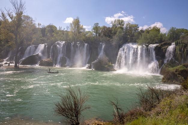 ボスニア・ヘルツェゴビナのトレビザット川のクラヴィツェ滝