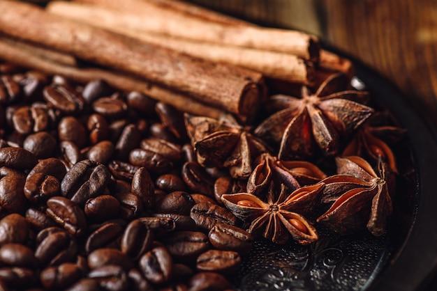 Кофе с корицей и анисом.