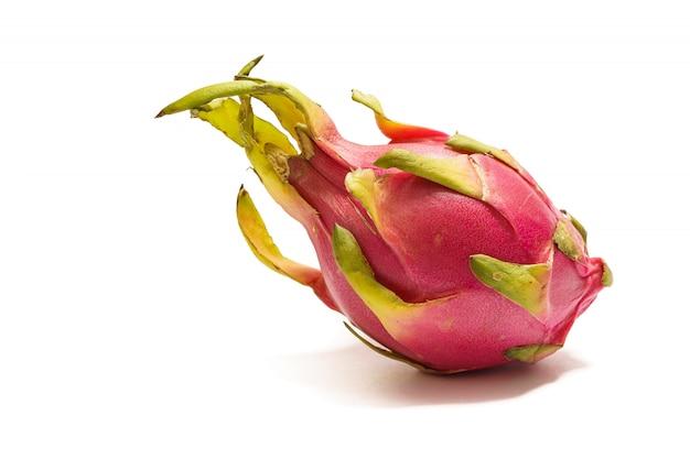 白地にピンクと緑の肌を持つエキゾチックなフルーツドラゴンフルーツ。