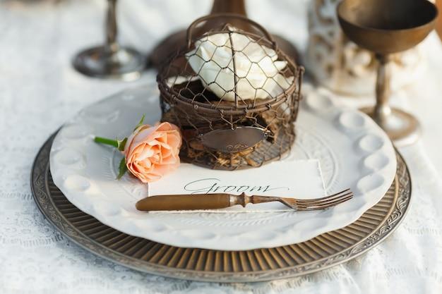 古いスタイルの結婚式のテーブルの設定