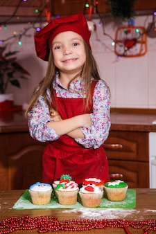 Праздничный красный фартук рождественская вечеринка ужин десерт мятный кексы сыр крем сахар посыпка украшение
