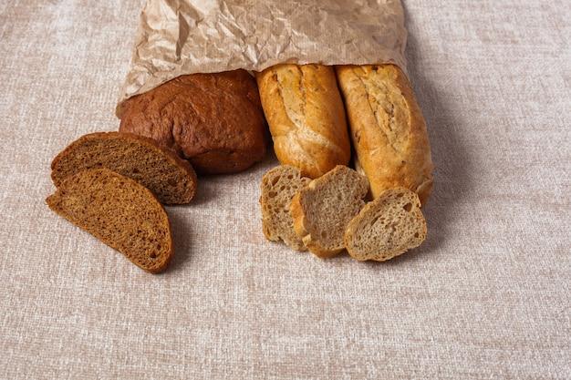 Хлеб чиабатта ломтики пищи фон оберточная бумага холст
