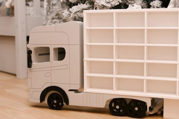 子供のための木の車のトラック