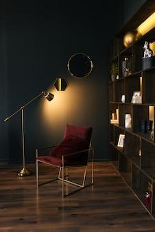 Интерьер современной квартиры в черном с желтым освещением. красивый интерьер