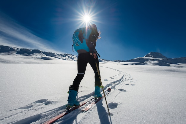 Восхождение с горнолыжным альпинизмом и скалолазанием для одинокой женщины