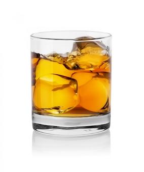 ウイスキーとアイスキューブとガラス