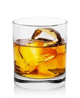 氷とウイスキーの丸い透明なガラス