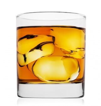 氷を入れたシングルモルトウイスキー