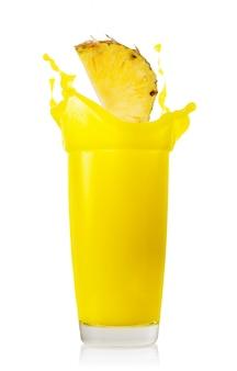 パイナップルジュースのパイナップルスライススプラッシュ