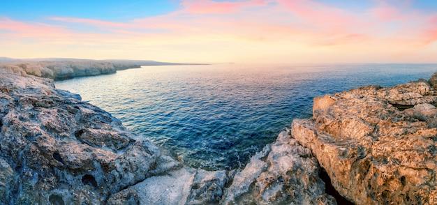 アカマス岬で青緑色の水と湾