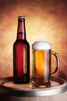 Бутылка и бокал пива