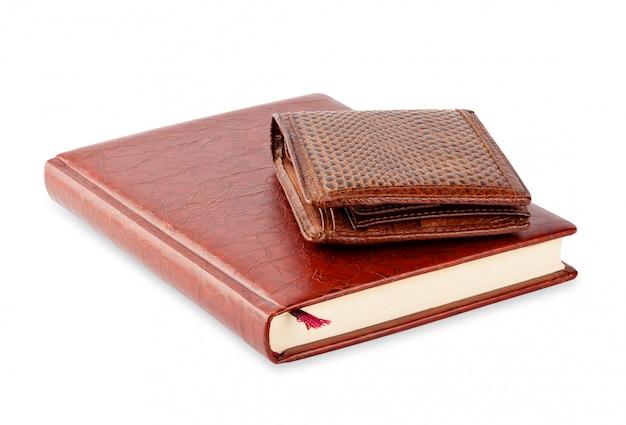 Дневник и коричневый кожаный кошелек