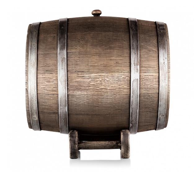Старая деревянная бочка на подставке