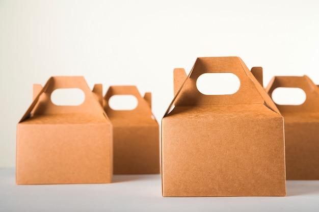 Продажа продукции. концепция коммерции, интернет-магазины. покупательная способность, доставка заказа.