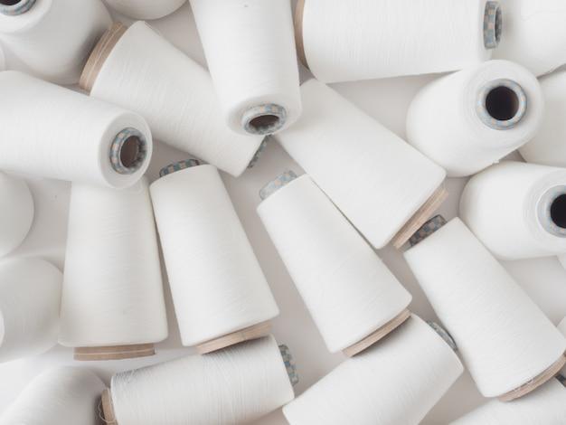 繊維産業、繊維産業で多くの糸のスプールの平面図。