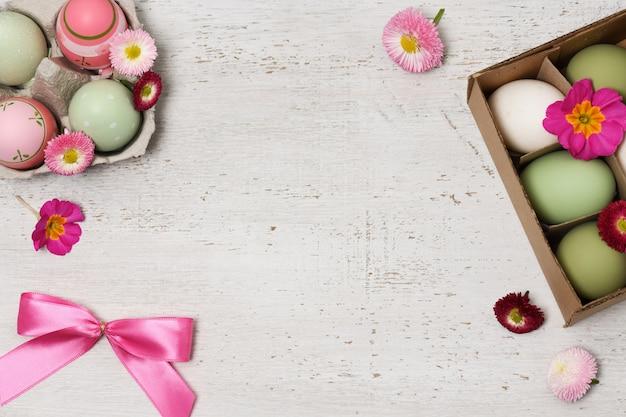 Пасхальная композиция с пасхальными яйцами
