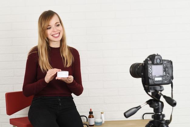 Портрет веселого блоггера