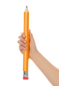 鉛筆のクローズアップと手