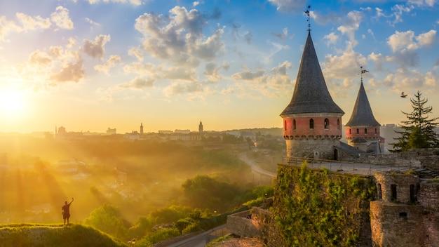 人気の観光地。カミャネチポディルスキー、ウクライナの都市の古代の石の要塞