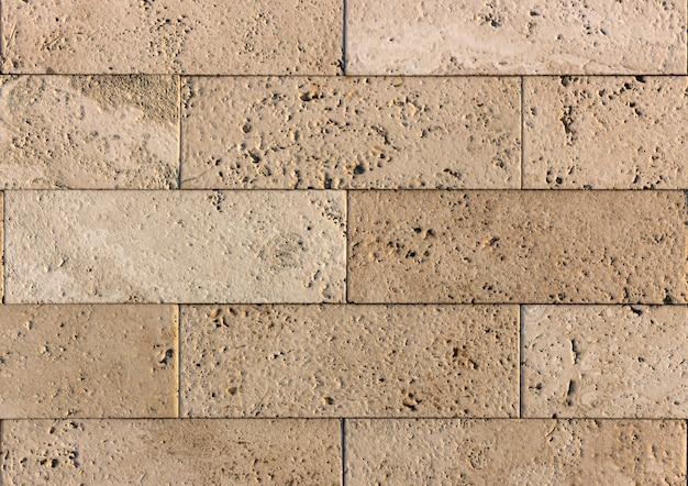 Желтая и красная травертиновая и мраморная плитка. используется в архитектуре и дизайне интерьера. также хороший фон.