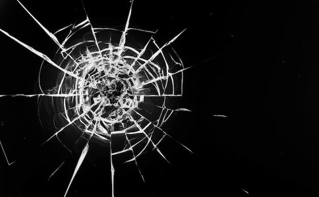 ガラスに丸い白い亀裂