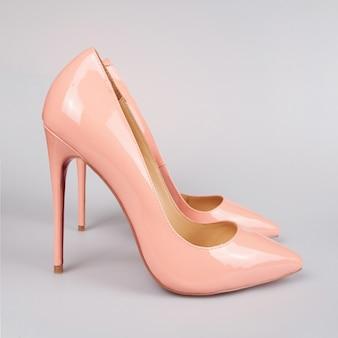 Женские розовые туфли