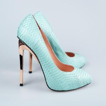 Женские бирюзовые туфли на высоком каблуке