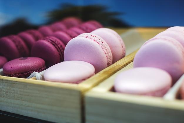 Набор различных французских печенья миндальное печенье