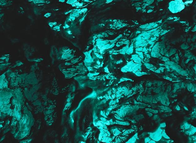 背景として理想的なまだらにされた効果を持つ抽象的な青と黒の表面