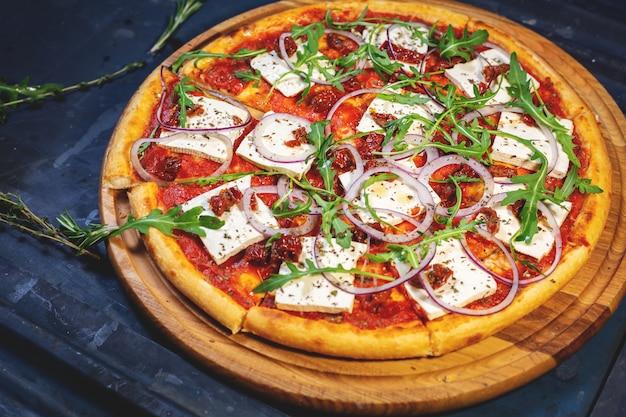 ピザはベジタリアンに最適な食事であり、ベジタリアンピザのバリエーションは無限です