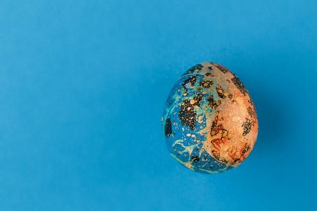 Разноцветное пасхальное яйцо.