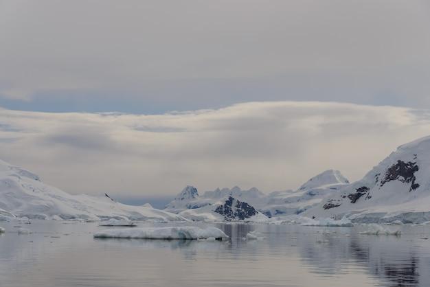 Красивый антарктический пейзаж