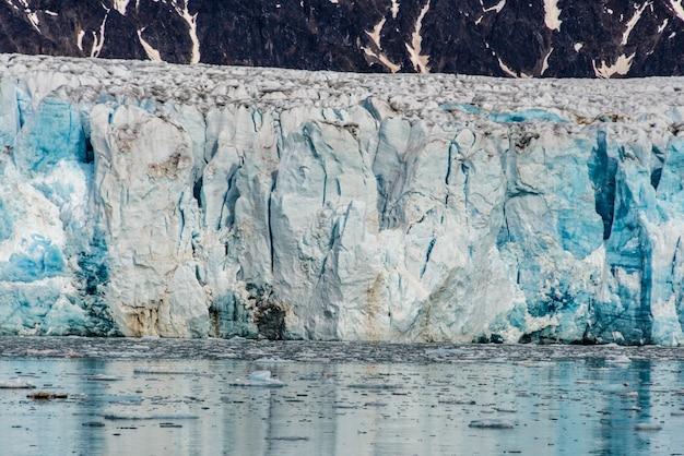 スバールバル諸島の氷河