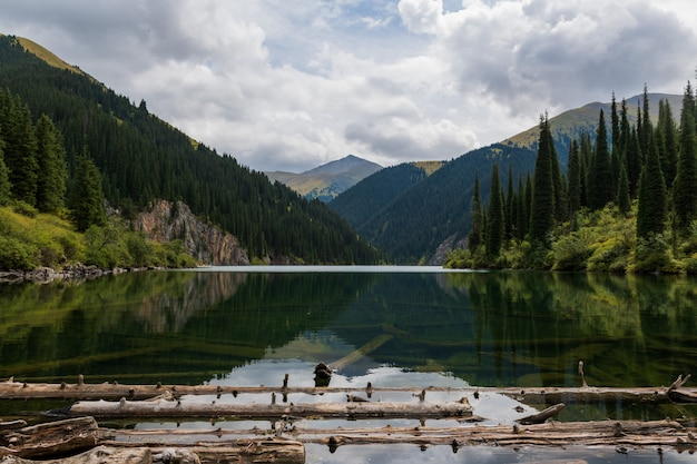 Кольсайское озеро - горное озеро в казахстане