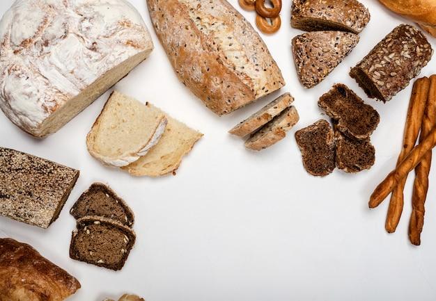 さまざまな種類のパンの背景