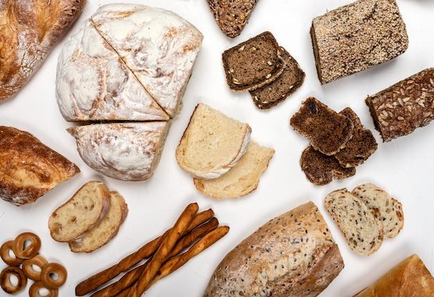 Различные виды хлеба вид сверху.