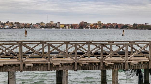 Мост через гавань в кьоджа, венето, италия