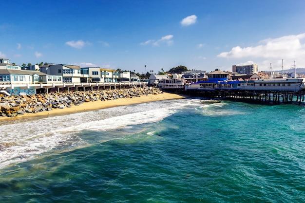 Красивая береговая линия тихого океана на пляже редондо, калифорния