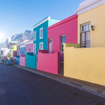 Разноцветные дома бо каап в кейптауне, южная африка