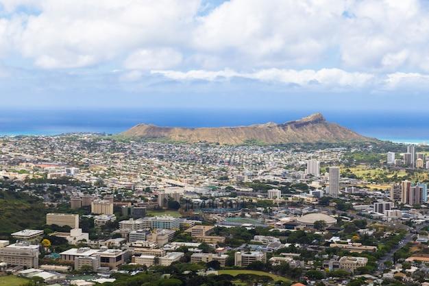 ハワイ、オアフ島タンタラス展望台からホノルルシティとダイヤモンドヘッドの眺め